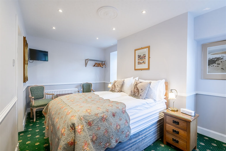 beautifully presented guest house - 11