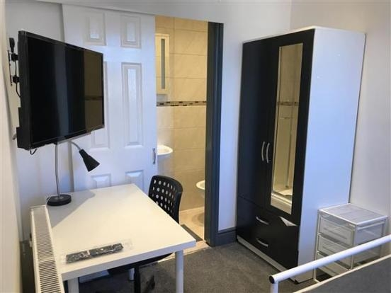 freehold six bedroom hmo - 11