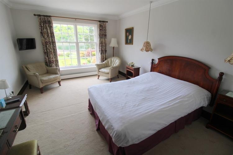 spectacular 18-bedroom hotel set - 7
