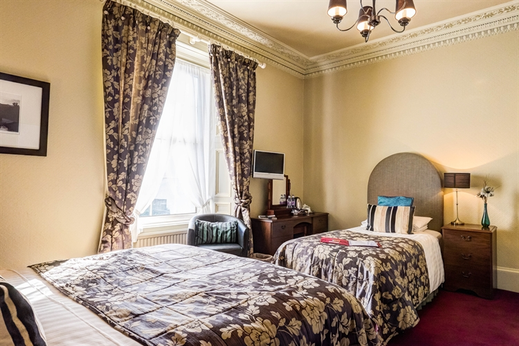 well-presented 6-bedroom guesthouse auchterarder - 8