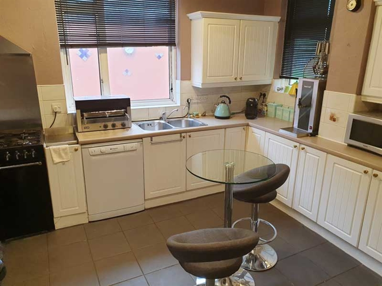 fantastic guest house opportunity - 14