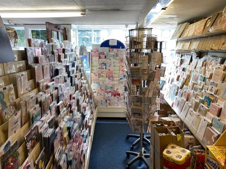 leasehold newsagents located warwick - 9