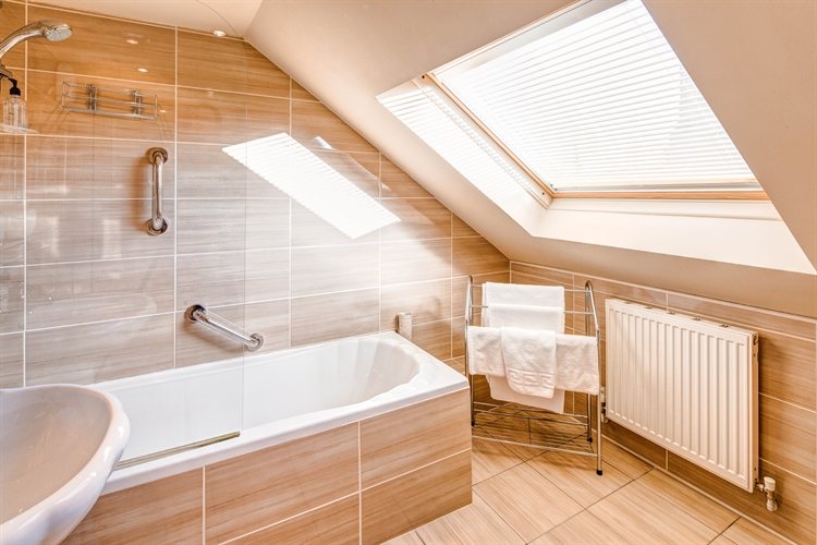 well-presented 6-bedroom guesthouse auchterarder - 11