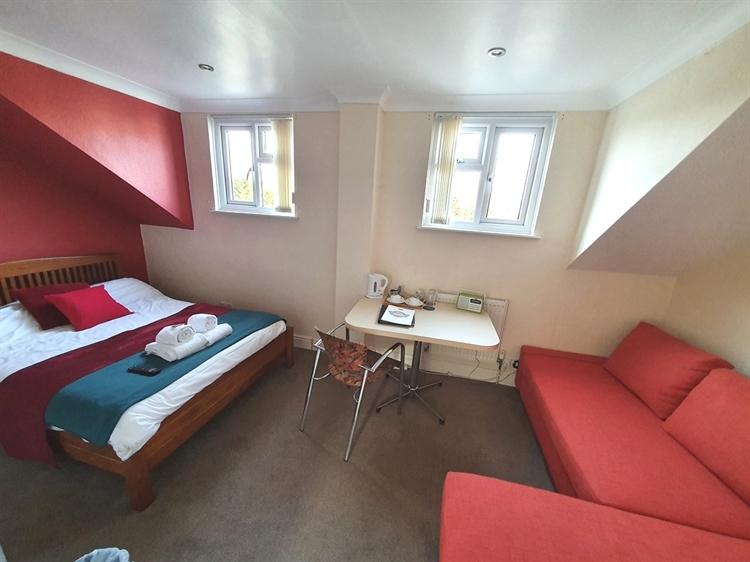 freehold detached motel restaurant - 7