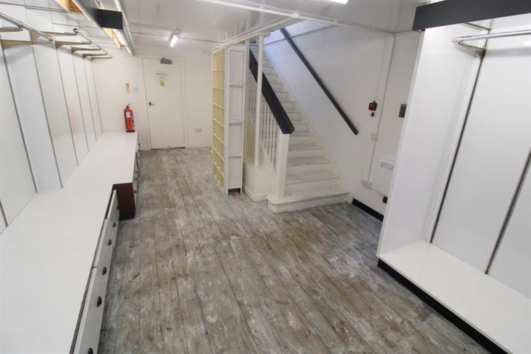spacious retail unit set - 8