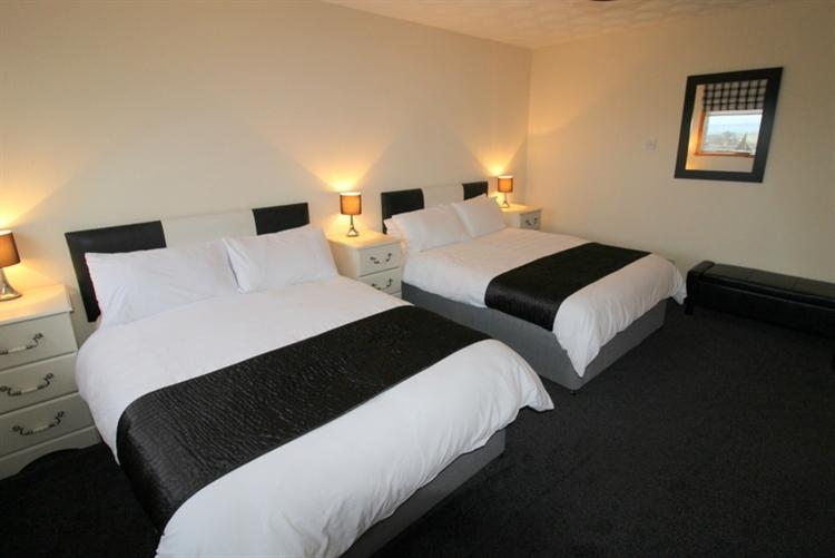superb 5-bedroom guest house - 8