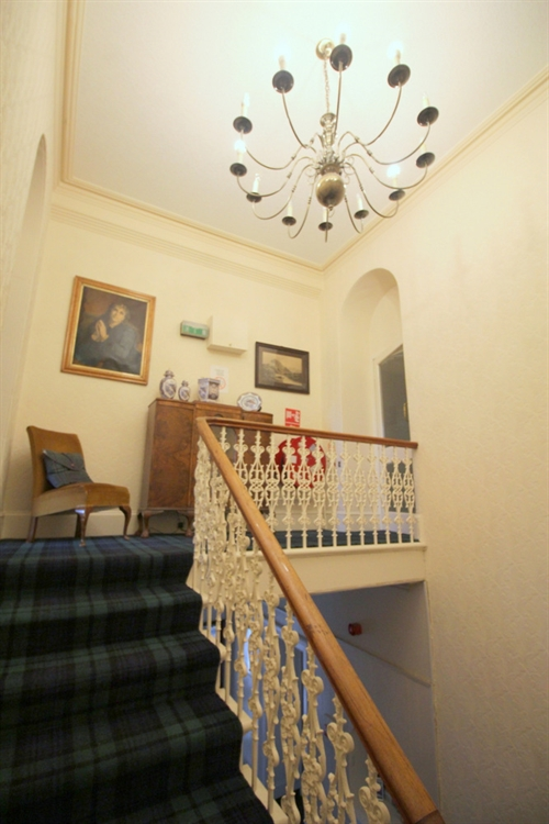 attractive profitable 8-bedroom hotel - 8