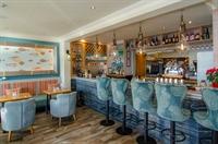 stunning seaside restaurant bar - 3