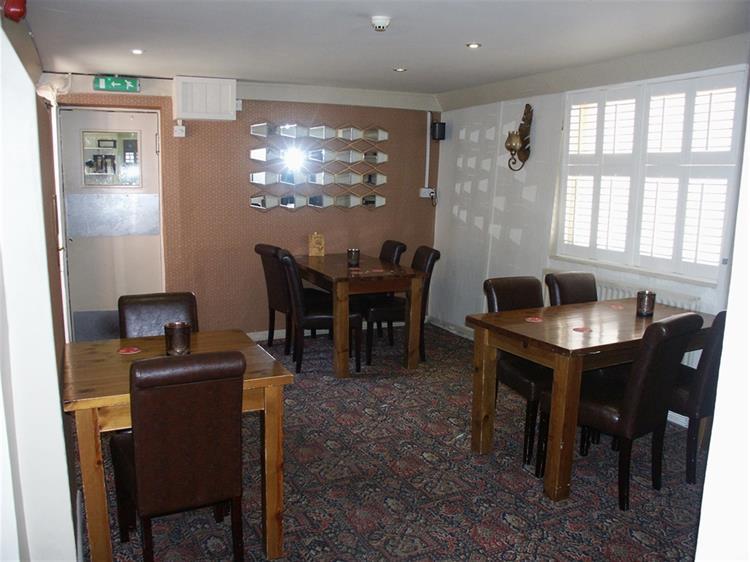 profitable lincolnshire town centre - 4