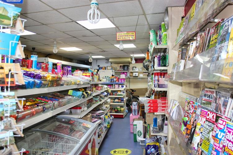 freehold convenience store off-licence - 5