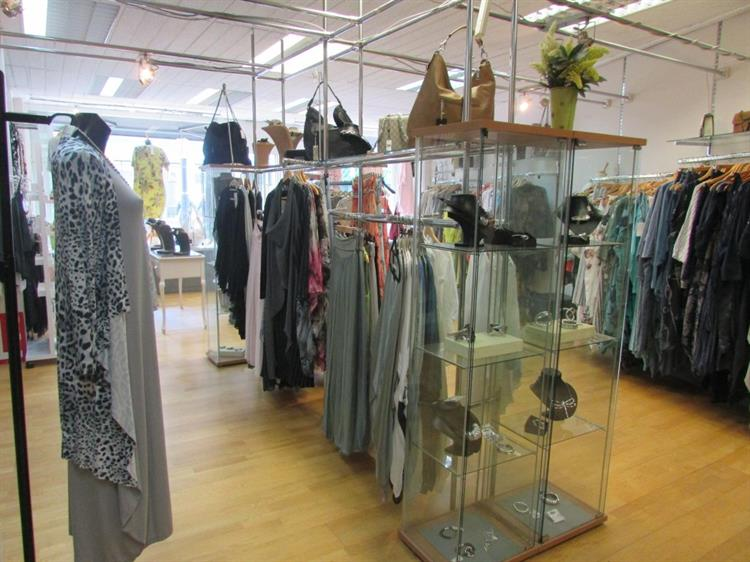 ladies clothing boutique with - 6