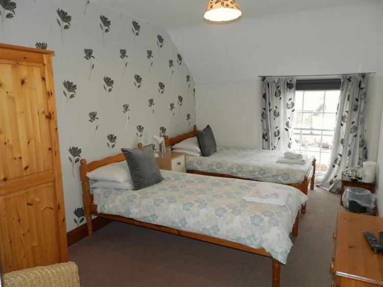 large 10 bedroom 4 - 10