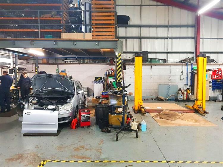 established car specialist garage - 6