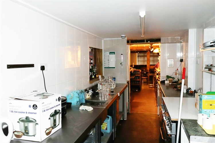 freehold freehouse with accommodation - 9