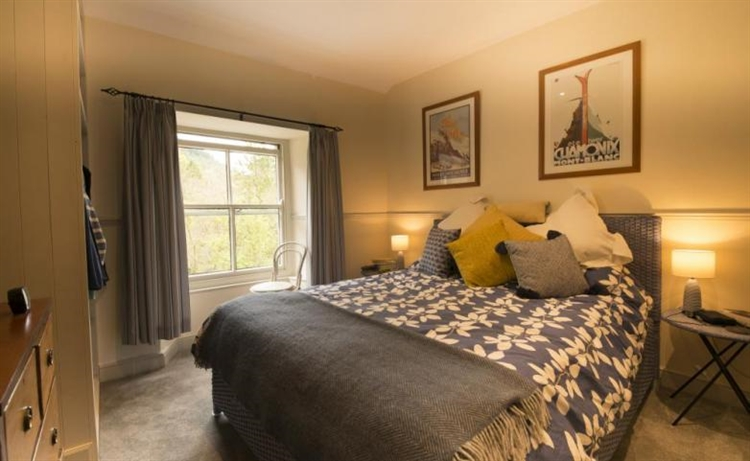 retail franchise accommodation betws - 7