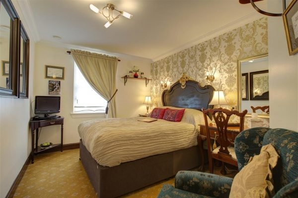 charming 6-bedroom guest house - 9