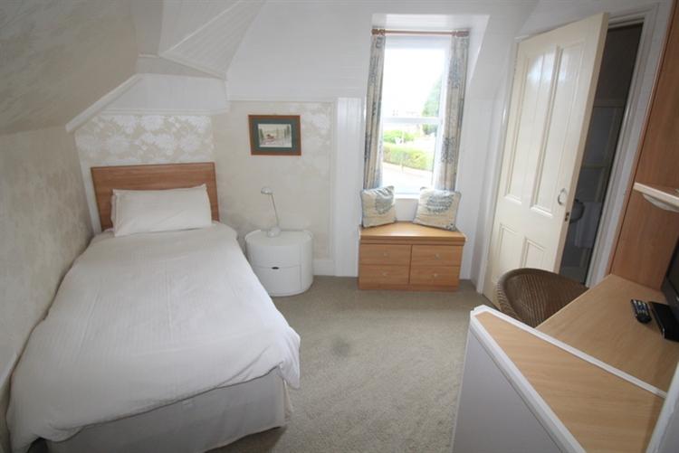 charming 6-bedroom bed breakfast - 8