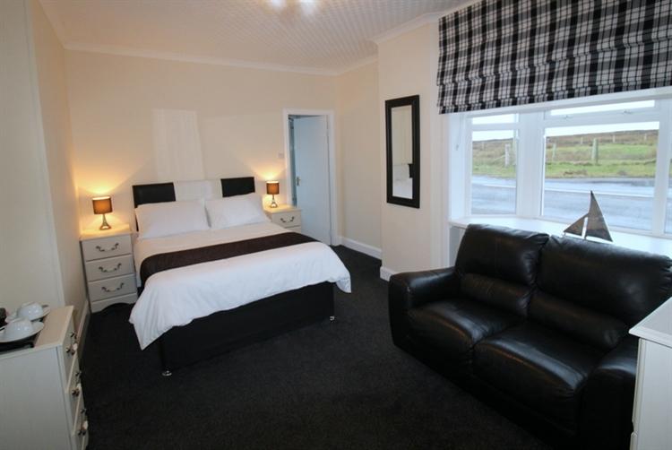 superb 5-bedroom guest house - 7