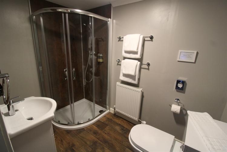 modern 9-bedroom guest house - 11