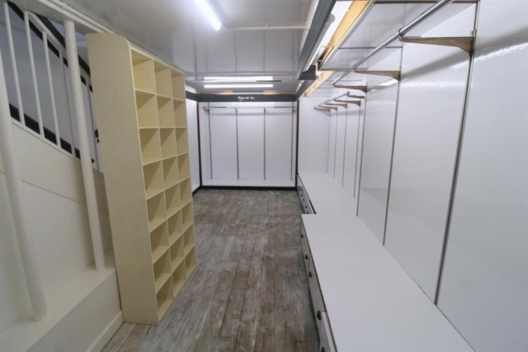spacious retail unit set - 9
