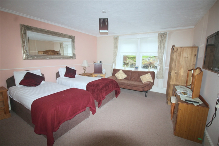 attractive 10 bedroom hotel - 9