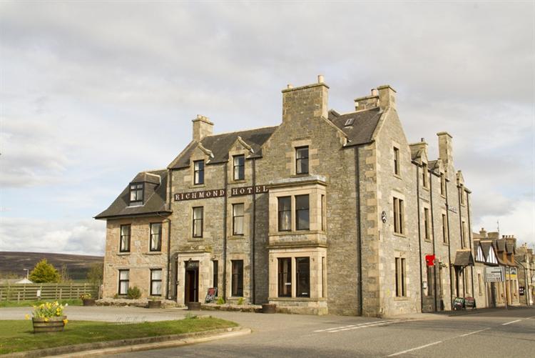 substantial 25-bedroom hotel tomintoul - 15
