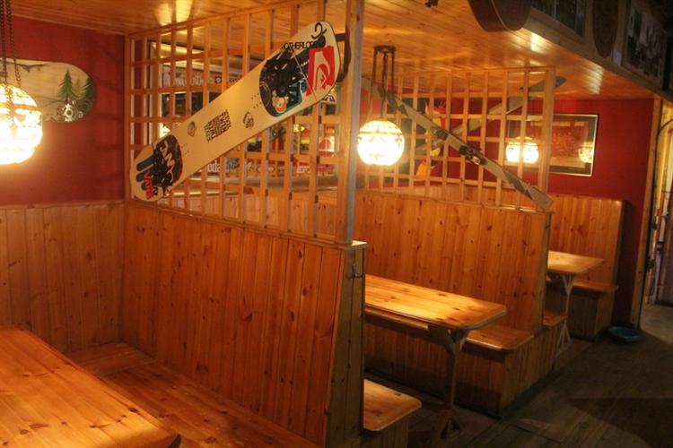 restaurant bar popular town - 14