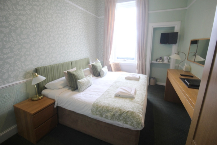 charming 10-bedroom guest house - 6