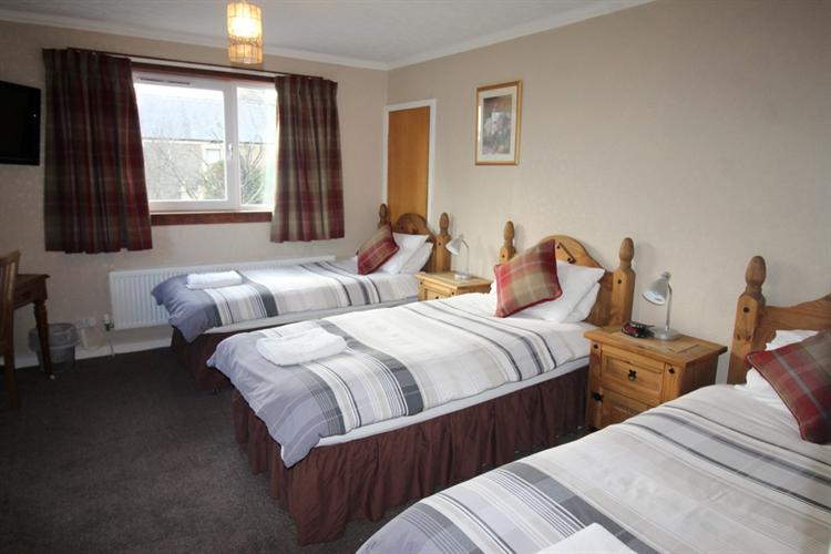 attractive profitable 8-bedroom hotel - 10