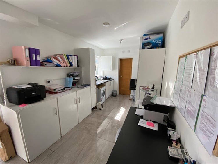 freehold investment property located - 8