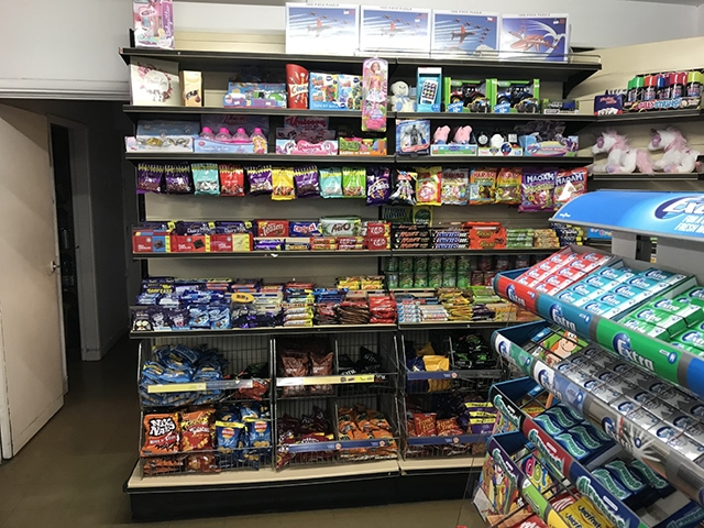 newsagents with 2 bedroom - 7
