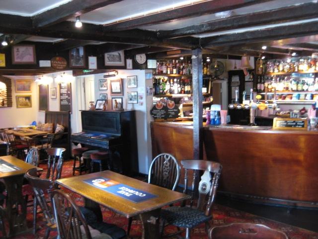 pub restaurant st issey - 4