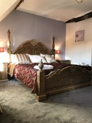 tudor guest house just - 2