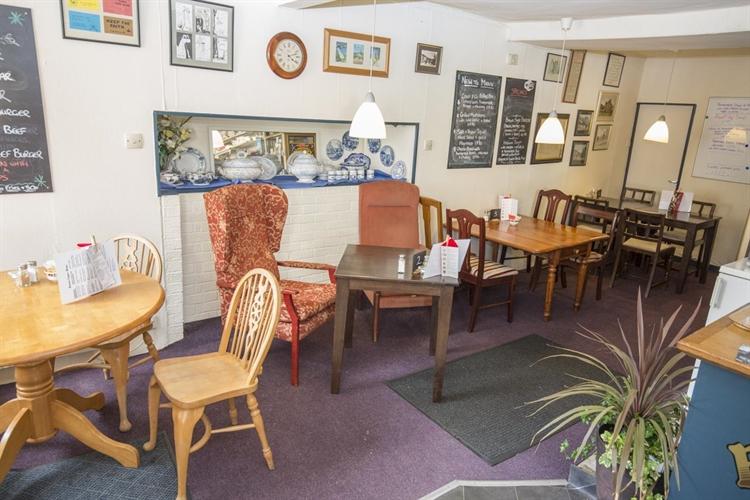 under offer freehold café - 4