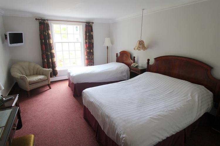 spectacular 18-bedroom hotel set - 8