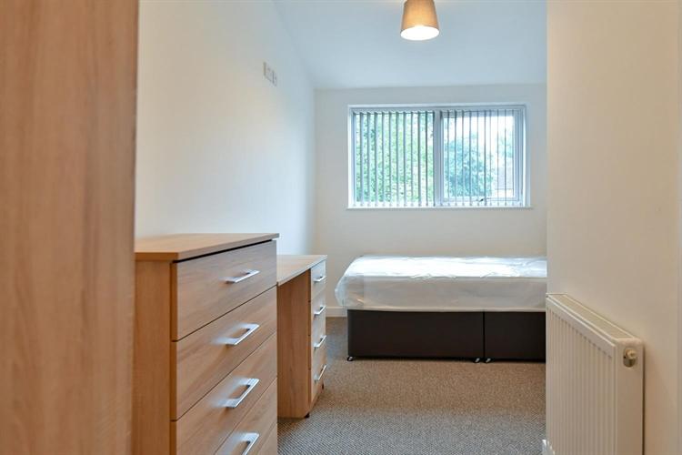 six bedroom hmo located - 8