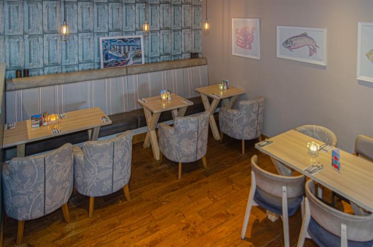 stunning seaside restaurant bar - 8
