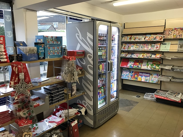 newsagents with 2 bedroom - 6