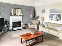spacious superbly maintained guest - 2