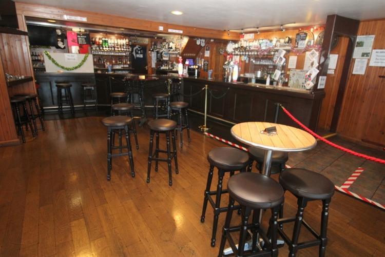 exceptional restaurant bar on - 9