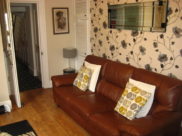 freehold seven bedroom guest - 14