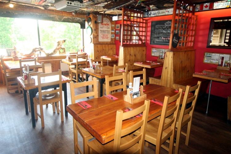 restaurant bar popular town - 4