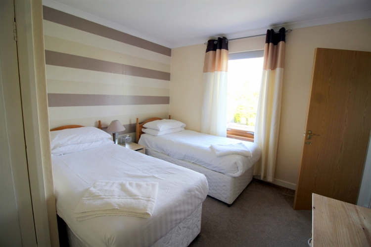 substantial 7-bedroom guest house - 6