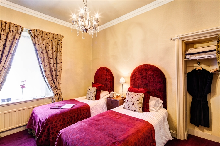 well-presented 6-bedroom guesthouse auchterarder - 6