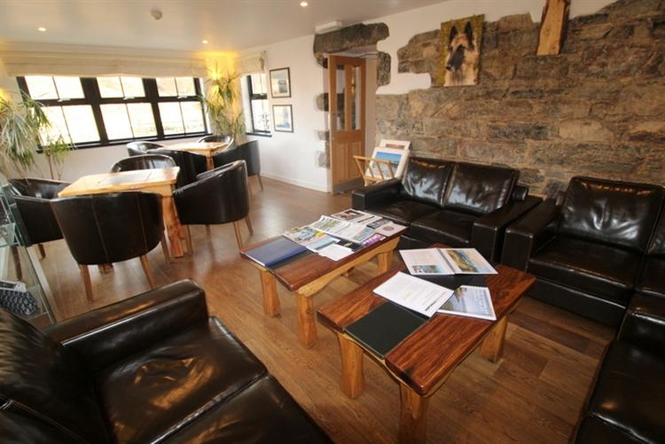 charming inn bunkhouse set - 8
