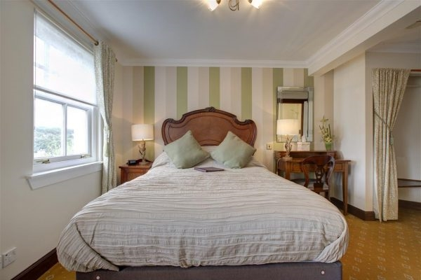 charming 6-bedroom guest house - 11