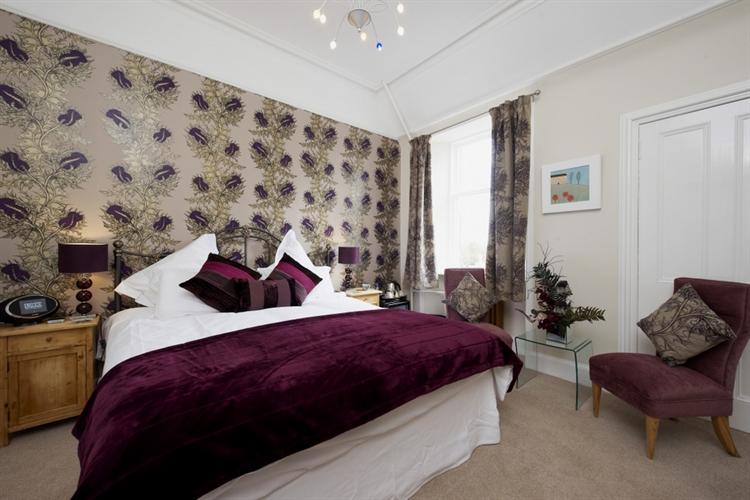 stunning guest house set - 8