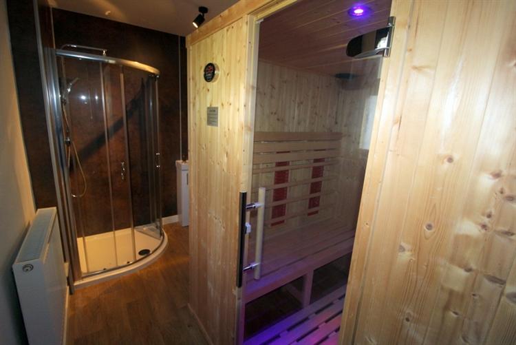 modern 9-bedroom guest house - 4