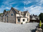 Immaculate 8 Bedroom Guesthouse In Stunning Tourist Destination For Sale